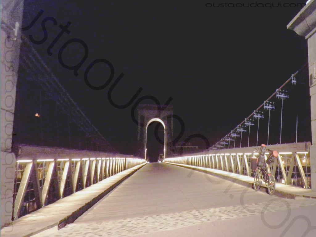 photographie prise le long de l' EuroVelo 17:  passerelle Marc Seguin entre Tournon et Tain l'Hermitage