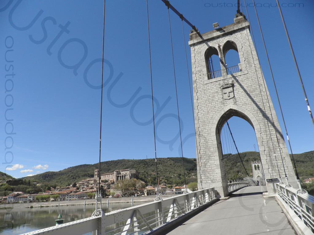 picture taken along the  EuroVelo 17:  suspension bridge of La Voulte-sur-Rhône (completed in 1889 - renewed in 2016) - central pillar