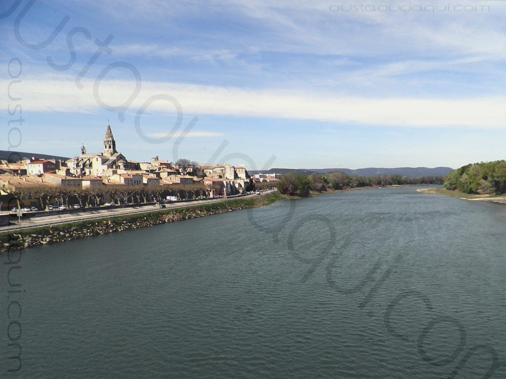 photographie prise le long de l' EuroVelo 17: Bourg-Saint-Andéol en Ardéche et le Rhône