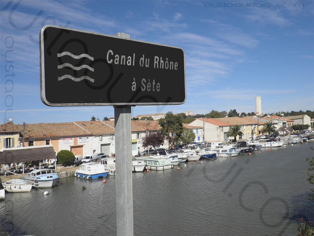 picture taken along the EuroVelo 8 & EuroVelo 17 (V60B): canal du Rhône à Sête (the canal that links the Rhône river to Sête) heading north at Saint-Gilles 30800, France