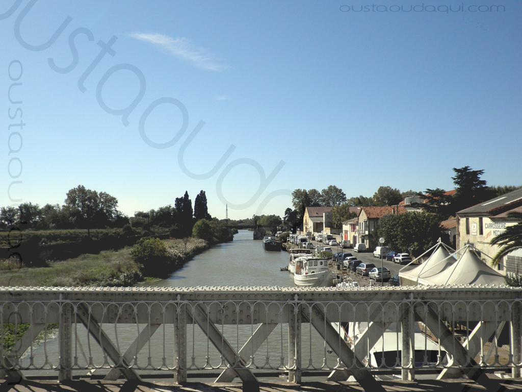picture taken along the EuroVelo 8 & EuroVelo 17 (V60B): canal du Rhône à Sête (the canal that links the Rhône river to Sête) heading south at Saint-Gilles 30800, France