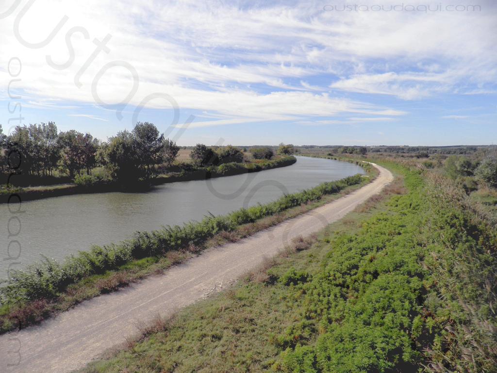 picture taken along the EuroVelo 8 & EuroVelo 17 (V60B): west view from l'Escalassoun du Cougourlier