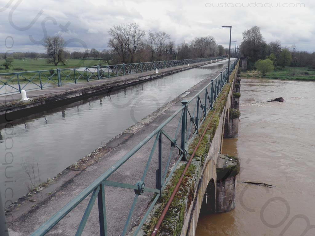 picture taken along the  EuroVelo 6: canal bridge of Digoin 71160, France
